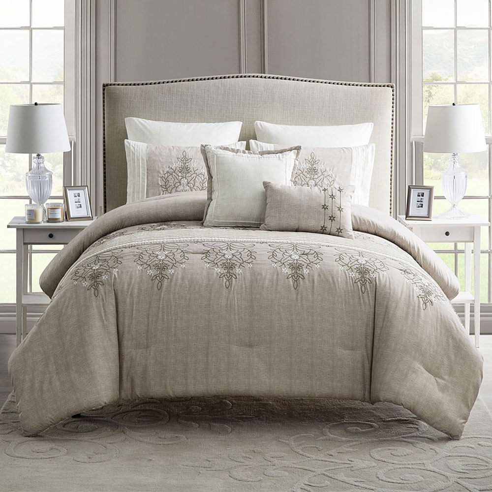 Elegant comforter 28 images beautiful luxurious soft for Elegant white comforter sets